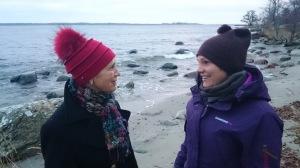 Samtal med mamma på stranden, december 2013. Jag utvecklas genom att sätta ord på saker. Tack mamma!