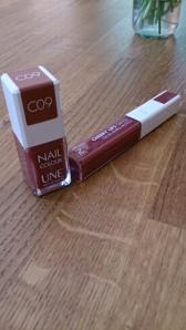 Nagellack och lipgloss från Une
