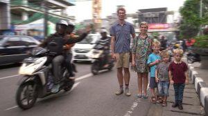 Nybörjarna: Elin, Marcus och deras tre barn i Indonesien
